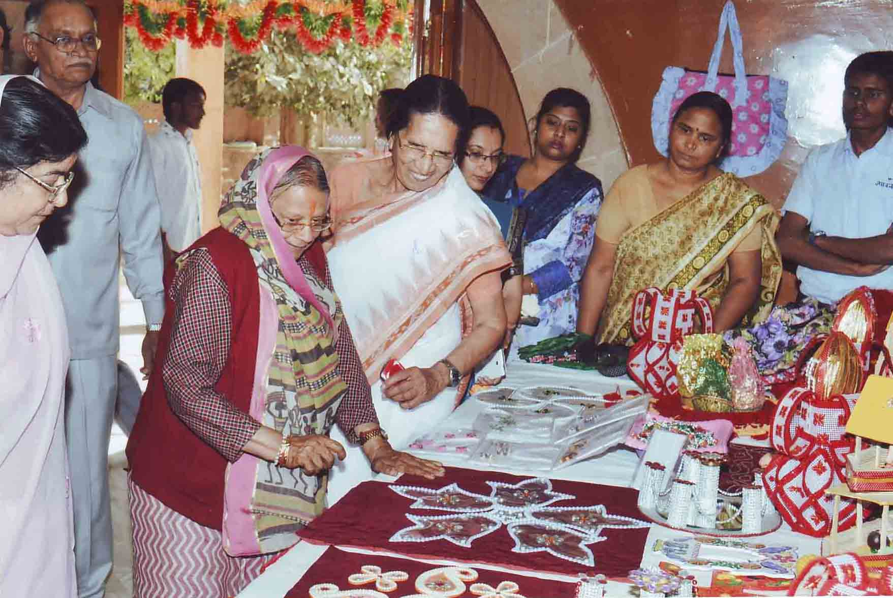 Smt. SuryaKanta Vyas, Smt Sushila Bohra and Sarda family appriciating the Craft items made by the Deaf-Mute students of our school
